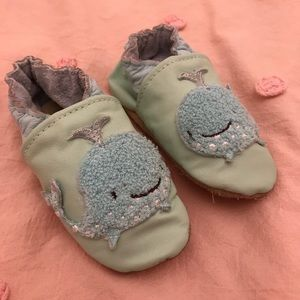 🌸2/$10 SALE🌸Jack + Lily Whale Leather Shoes-6 M